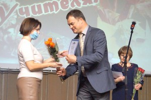 Поздравления и творческие номера – для педагогов Партизанска