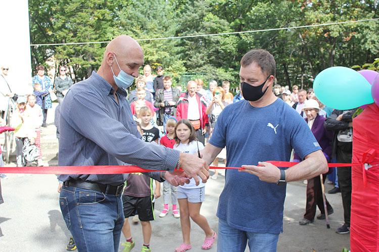 Спортивную площадку открыли Олег Бондарев и олимпийский призер Георгий Цыбульников