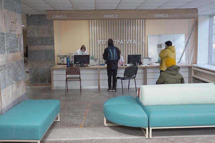 Тем временем в поликлинике хорошие перемены - открыта новая регистратура