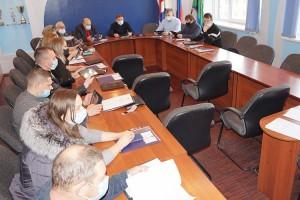 Есть надежда, что в последние дни уходящего года Думе все же удастся принять бюджет округа
