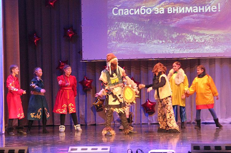 К юбилею Приморья ученики школы №12 представили одну из национальностей - орочей