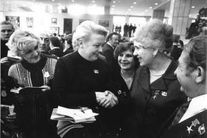 Мария Попова - делегат XXIV съезда КПСС с актрисой Вией Артмане