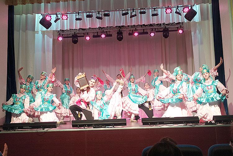 Татарский танец в исполнении хореографического коллектива «Виктория»
