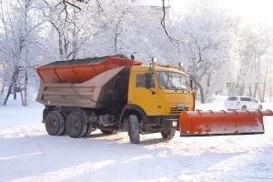 В первую очередь от снега очистили автодороги
