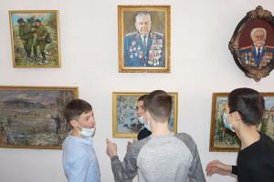 Портреты военных, в форме и с наградами, особенно интересны юношам