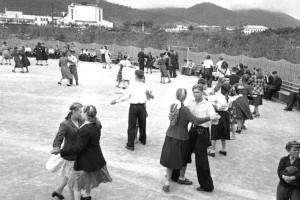 На танцплощадке в городском парке Сучана, 1953 год. Источник pastvu.com