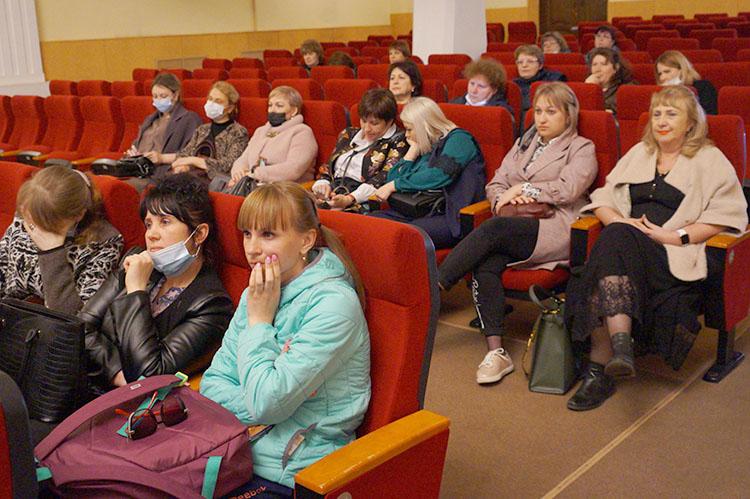 Информационная встреча главы с населением прошла во Дворце культуры
