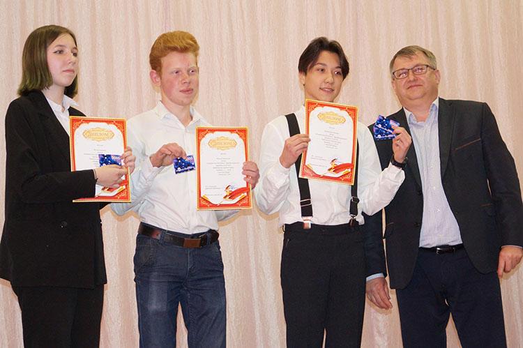 Дипломы и сертификаты - тройке финалистов