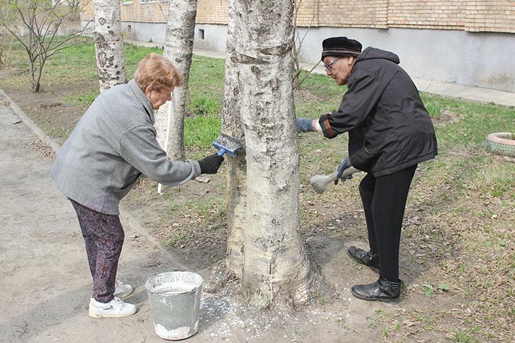 Наталья Игнатьевна и Александра Ивановна первыми вышли на субботник