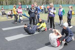 В легкоатлетическом многоборье - наклоны и упражнения для пресса