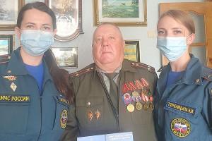 Коллег-ветеранов сотрудники Госпожнадзора поздравили лично