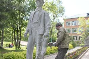 Ветераны бережно заботятся о памятном месте