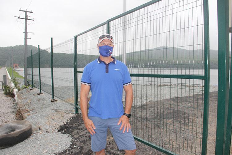 Для главного тренера Александра Иваника сборы на озере Теплом не первые. Здесь он готовился к Олимпиаде, проходившей в Сиднее
