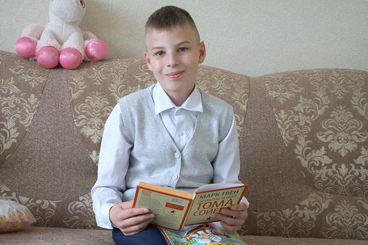 Кирилл очень любит читать