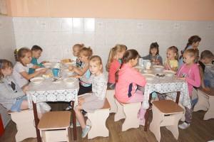Требования в столовых должны соблюдать и в учебные месяцы, и в летних лагерях отдыха