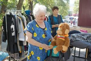 Продукты для социальной столовой, книги, одежду, игрушки пожертвовали предприниматели и жители округа