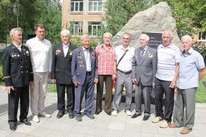 Ветераны шахты «Центральной» с главой округа: фото на память