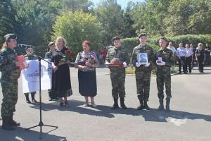Солдатский медальон и каску передали семье красноармейца из Сучана Василия Колябина