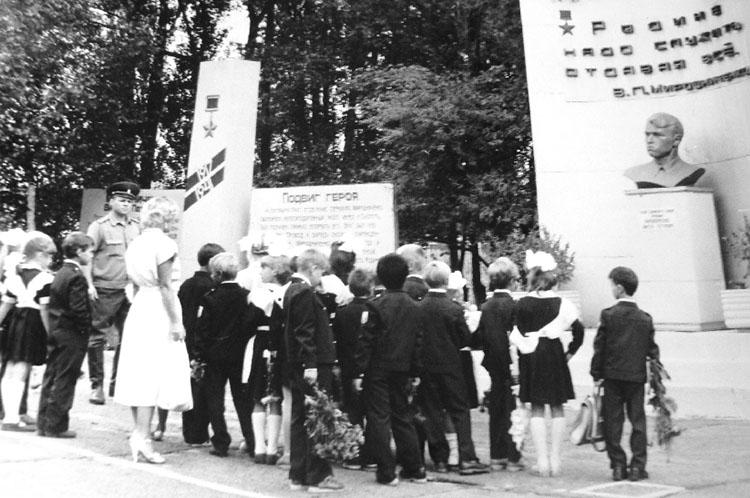 В часть, где служил герой, в советское время часто приходили школьники
