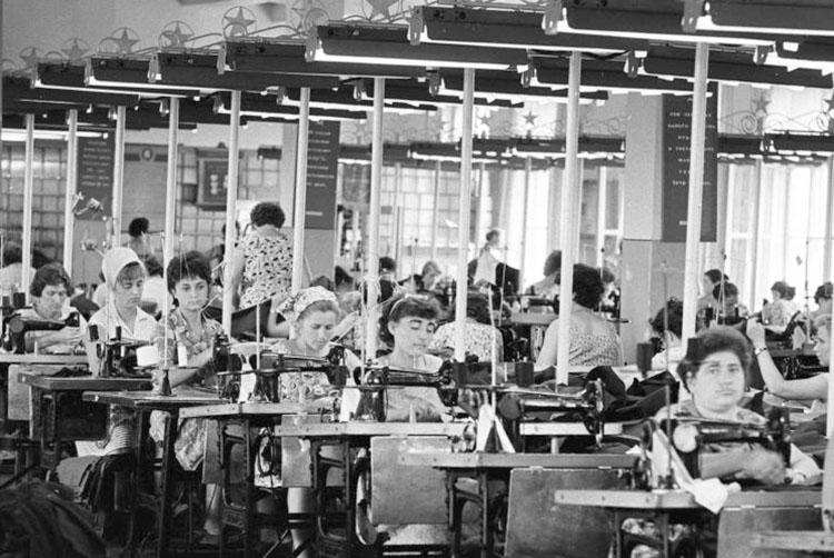 В цеху швейной фабрики «Молодежная»