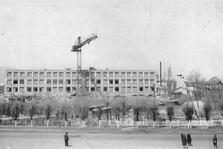 Больше всего объектов в городе, в том числе школа №2, было построено при председателе горисполкома Казанове