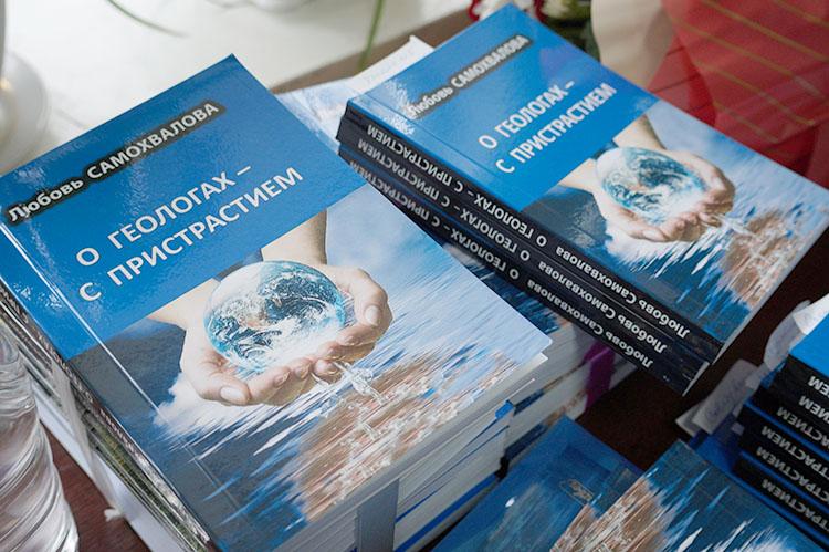 Книга появится в библиотеках, школах, Совете ветеранов города