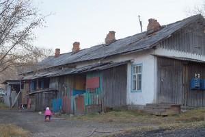 Жители бараков постепенно переезжают в благоустроенные квартиры