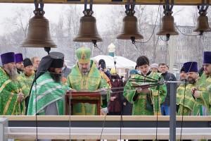 Все десять колоколов освятили после праздничной службы 1 февраля
