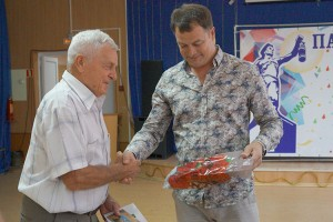 Встреча началась с поздравления юбиляра - Владимира Прохорова
